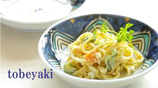 砥部焼の中皿は和洋中といろいろな料理に